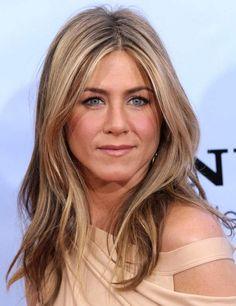 @Kennadie Johnson single brown streak in blonde hair