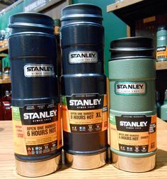 Stanley Classic One-Hand Vacuum Mugs Hand Vacuum, Handheld Vacuum, Stanley Cooler, Portable Coffee Mug, Stanley Thermos, Lightweight Vacuum, Snowboarding Gear, Vacuum Bags, Canoeing