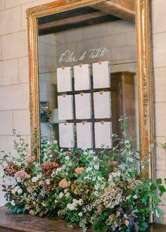 Un mariage d'automne au Château d'Hattonchâtel   MARIE CHICCHIRICHI Mirror Table Plan, Seating Plan Wedding, Seating Charts, Table Plans, Floral Wedding, Ladder Decor, Marie, Card Displays, Wedding Planning