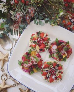 wandering catさんのSalad fruits on rye bread muffin #snapdish #foodstagram #instafood #food #homemade #cooking #japanesefood #料理 #手料理 #ごはん #おうちごはん #テーブルコーディネート #器 #お洒落 #ていねいな暮らし #暮らし #fruits #bread #muffin #salad #サラダ #マフィン #おひるごはん #ランチ https://snapdish.co/d/99ObWa