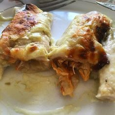 Green Chile Sour Cream Chicken Enchiladas by samanthabowdwin Green Chili Chicken, Sour Cream Chicken, Mexican Cooking, Mexican Food Recipes, Mexican Dishes, Dinner Recipes, Mexican Sour Cream, Chile, Tacos And Burritos