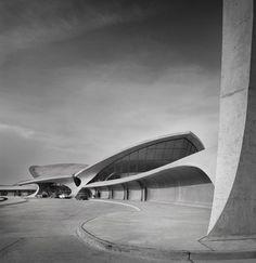 TWA Terminal at Idlewild (now JFK) Airport, Eero Saarinen, New York, NY, 1962. Ezra Stoller