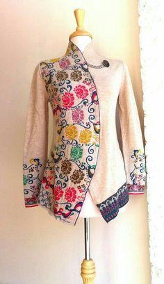 Ivko Cardigan Ivory with floral motif 2013 Batik Blazer, Blouse Batik, Batik Dress, Batik Fashion, Hijab Fashion, Fashion Dresses, Boho Outfits, Vintage Outfits, Western Dresses
