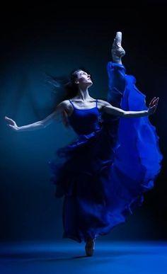 blue.quenalbertini: Blue dancer