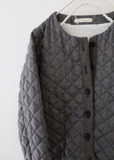 라르니에 정원 LARNIE Vintage&Zakka Clothing Boxes, Sweaters, How To Wear, Clothes, Fashion, Outfits, Moda, Clothing, Fashion Styles