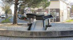 Pour annoncer le festival de la Portée Sud, du 27 février au 1er mars,  les membres du comité consultatif culturel et les services techniques ont installé un piano sur le rond-point de la Fontaine.