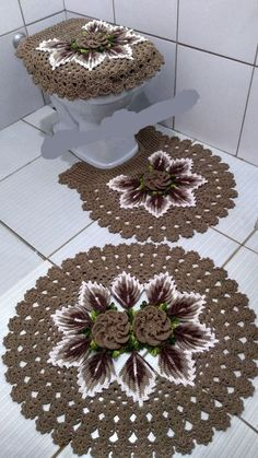 Absolutely stunning round carpet in), doily rug, mint color carpet Shabby chic, rug for the livi - DiyForYou Crochet Circles, Crochet Doily Patterns, Crochet Doilies, Crochet Flowers, Diy Crochet Bikini, Shabby Chic Rug, California Decor, Doily Rug, Crochet Flower Tutorial