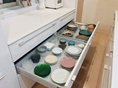 下がり天井が空間を仕切るキッチン。_____mariagramさんのキッチンを探索!【一条工務店 スマートキッチン(ワイドカウンター)】 | ムクリ[mukuri] Washing Machine, Kitchen Appliances, House, Videos, Diy Kitchen Appliances, Home Appliances, Home, Kitchen Gadgets, Homes