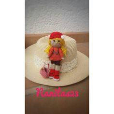 Muñeca amigurumi, París, regalo de cumpleaños o de enamorados, regalo... (€26) ❤ liked on Polyvore featuring accessories