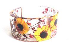 Handmade floral cuff bracelet. Flower jewelry. Sunflower. Unique design. Real flower jewelry. Pressed Flowers jewelry. Ocean Petals design