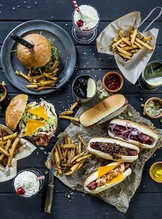 This is an example of an over-crowded food photo. I like that there are several main points of focus however they work together to make a good food photo. Menue Design, Food Design, I Love Food, Good Food, Yummy Food, Healthy Food, Healthy Brunch, Breakfast Healthy, Awesome Food