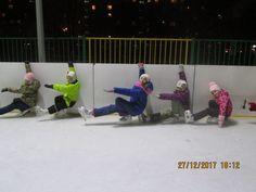 27 декабря в 18.00 на ул. Декабристов д.29 (каток) прошли Новогодние Веселые старты на льду. Дети приняли участие в эстафетах и показали различные фигуры, которые они уже умеют делать на коньках. В конце мероприятия все получили небольшие сладкие призы.
