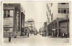 Antigo Centro Comercial com transito de automóveis da rua João Pessoa, que se tornou calcadao na decada de 1980 || Destaque na imagem o cinema Palace, primeiro espaco de entretenimento com ar condicionado