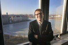 Työntekijöitä ja asumispalveluja välittävä Barona Group on palkannut merkittävän asiakkaansa Helsingin kaupungin ex-sosiaalijohtajan Paavo Voutilaisen palvelukseensa. Voutilainen muuttui ostajasta palvelujen myyjäksi helmikuun alussa.