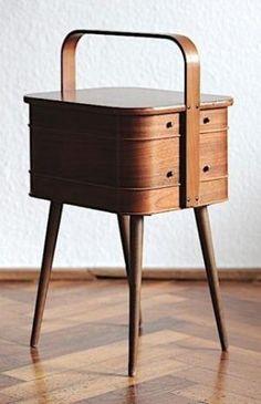 Danish sewing box - so mid century and elegant. Vintage Furniture, Modern Furniture, Furniture Design, Retro Vintage, Vintage Design, Green Label, Teak Sideboard, Interior Desing, Sewing Box
