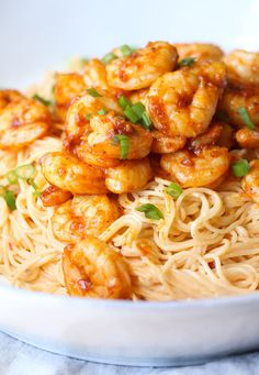 Skinny Bang Bang Shrimp Pasta is loaded with flavor and lighter on calories! Made in 30 minutes! Skinny Bang Bang Shrimp Pasta is loaded with flavor and lighter on calories! Made in 30 minutes! Best Easy Dinner Recipes, Shrimp Recipes Easy, Seafood Recipes, Easy Recipes, Pastas Recipes, Cooking Recipes, Noodle Recipes, Gourmet, Recipes