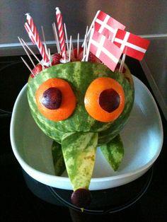 Godt nok ikke en kage men et hjemmelavet vandmelon pindsvin til min søns 2 års fødselsdag i vuggestuen.