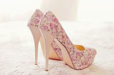 high heels – High Heels Daily Heels, stilettos and women's Shoes Floral Print Heels, Floral Pumps, Floral Prints, Pastel Floral, Ditsy Floral, Pastel Pink, Pretty Shoes, Beautiful Shoes, Awesome Shoes