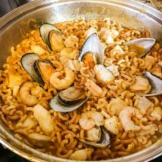 Fideua de marisco Paella, Food And Drink, Ethnic Recipes, Sewing, Live, Avocado Salad, Noodles, Pasta Recipes, Food Drink