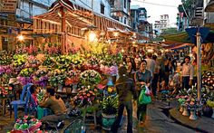 International Travel| Serafini Amelia| Colorful market in #Hanoi. Even during night time, it looks like a vivid place #Vietnam