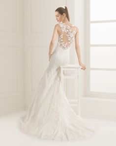 Lace and tulle bridal gown. Rosa Clará Two 2016 Collection