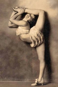 There are a lot of yoga poses and you might wonder if some are still exercised and applied. Yoga poses function and perform differently. Burlesque Vintage, Vintage Circus, Yoga Photos, Yoga Pictures, Dance Photos, Random Pictures, Vintage Photographs, Vintage Photos, Vintage Stuff