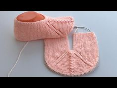 Best 12 Stylish and easy knitted booties model made – Canım Anne – SkillOfKing. Knitted Booties, Knitted Slippers, Knitted Hats, Crochet Hats, Baby Knitting Patterns, Soft Slippers, Crochet Baby Shoes, Knitting Videos, Baby Boots