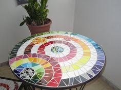 Mesa de mosaico. Es de las fáciles de hacer.