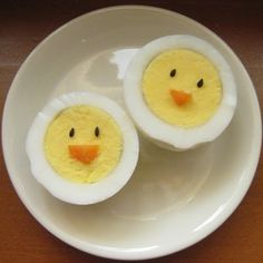 Easter breakfast - hard boiled eggs - doesn't get much easier than this! Cute Food, Good Food, Yummy Food, Easter Recipes, Holiday Recipes, Boiled Eggs, Hard Boiled, Food Crafts, Diy Food