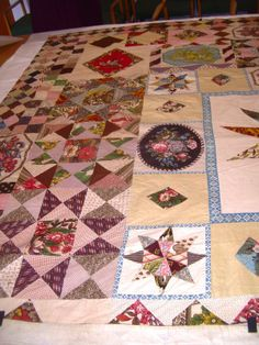 Little Welsh Quilts and other Traditions: Miss Anne Pritchard's Patchwork Bedspread-c1812 note different printed panels
