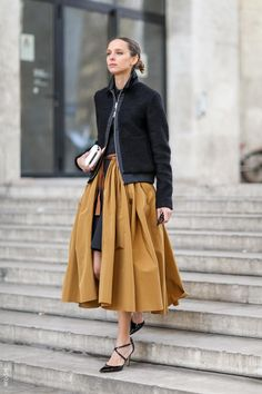 Cool overlay skirt. Fashion Week Streets