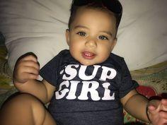 Très mignon Cute Toddlers, Cute Kids, Little Babies, Cute Babies, Black Babies, Beautiful Children, Beautiful Babies, Cute Baby Boy, Baby Kids