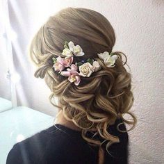 Awesome Wedding Hairstyle! #hairstyle #weddinghairs ...For more tips visit- http://www.diyworthy.com/ #hairstylesrecogido