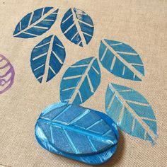 Stamp Printing, Screen Printing, Printing On Fabric, Block Painting, Fabric Painting, Block Printing Designs, Potato Print, Stamp Carving, Handmade Stamps