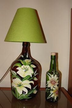 Recycled Wine Bottles, Wine Bottle Corks, Glass Bottle Crafts, Painted Wine Bottles, Liquor Bottles, Glass Bottles, Decoupage Lamp, Toilet Decoration, Bottle Chandelier