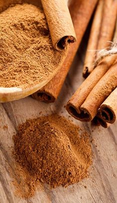 Health Cinnamon Lowers the Boom on High Blood Pressure Café Chocolate, Cinnamon Spice, Cinnamon Powder, Spices And Herbs, Saveur, Kraut, Food Styling, Spice Things Up, Health Tips