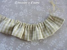 Il country e il mare: PORTA MOLLETTE CON TUTORIAL Ballet Skirt, Boho, Fabric Basket, Tejidos, Feltro, Tall Clothing, Bread Baskets, Sewing, Hampers
