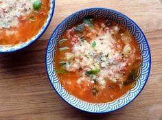 Low FODMAP recipe for Minestrone Soup detox soup tomato Fodmap Diet, Low Fodmap, Fodmap Foods, Soup Recipes, Diet Recipes, Vegan Recipes, Food Map, Detox Soup, Fodmap Recipes