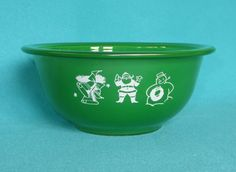 Rare Green Pyrex Season's Greetings Christmas Mixing Serving Bowl 322 Holds 1 L in Pottery & Glass, Glass, Glassware Vintage Pyrex Dishes, Antique Dishes, Vintage Bowls, Vintage Glassware, Pyrex Display, Retro Christmas, Christmas Greetings, Rare Pyrex, Pyrex Mixing Bowls