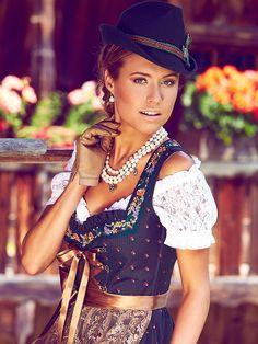 Wer den Carmen-Look liebt, wird die Blütenzauber Dirndlbluse von LIMBERRY nicht widerstehen können