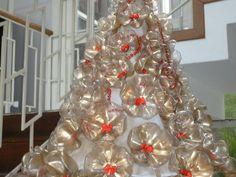 Árvore de Natal de garrafas pet fundo
