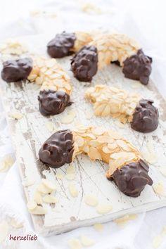 Kuchen Rezepte - Rezept für Mandelhörnchen der Klassiker. Einfach, schnelll, leicht und gut - von herzelieb. #kuchen #foodlbog #rezept #deutsch