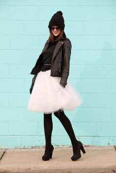 Paroles en rose: Love or Hate: the tulle skirts and 23 ideas to match it Jupe Tulle Rose, Trendy Outfits, Cute Outfits, Girl Outfits, Fashion Outfits, Young At Heart, Winter Skirt, What I Wore, Skirt Fashion