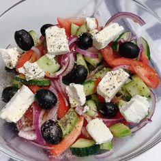 Best Greek Salad, Greek Salad Recipes, Greek Salad Recipe Authentic, Diet Salad Recipes, Traditional Greek Salad, Traditional Mexican Food, Easy Healthy Recipes, Healthy Snacks, Dash Diet Meal Plan