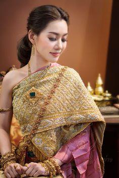 Thai Wedding Dress, Wedding Dresses, Sari, Fashion, Bride Dresses, Saree, Moda, Bridal Gowns, Wedding Dressses