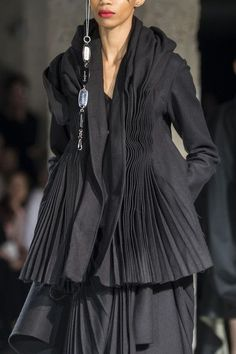 Yohji Yamamoto at Paris Fashion Week Fall 2017 - Details Runway Photos #parisfashionweeks,