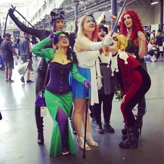 Catwoman Harlequin Poison Ivy Penguin Riddler and Two Face strike a pose #heroesandvillainsfanfestlondon2017 #olympialondon #cosplayers #cosplayphoto #cosplayersofinstagram #instagramhub #catwomancosplay #harlequincosplay #riddlercosplay #poisonivycosplay #jokercosplaygirl
