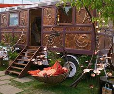 When I was a girl, traveling by caravan was a romantic dream of a life of advent. Als ich ein Mädchen war, war das Reisen mit dem Wohnwagen ein Gypsy Life, Gypsy Soul, Ideas Mancave, Camping Con Glamour, Gypsy Trailer, Gypsy Living, Design Jardin, Vintage Travel Trailers, Vintage Campers