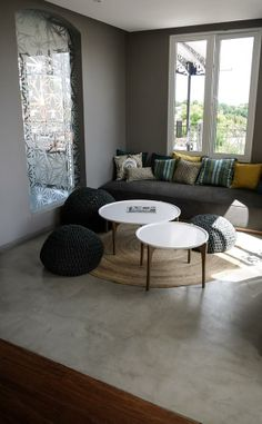 screed-modern floor in industrial style for small living room Shed Homes, Floor Design, Concrete Floors, Industrial Style, Industrial Living, Living Room Interior, Interior And Exterior, Flooring, Furniture