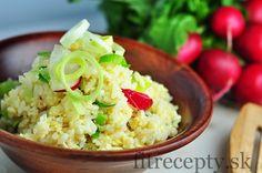 Vajíčková rýže s pórkem a ředkvičkami